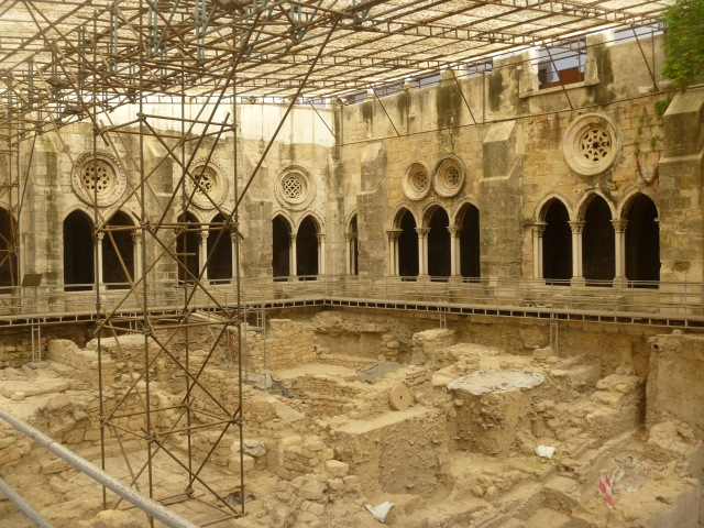 Excavations in Se Cathedral Cloister