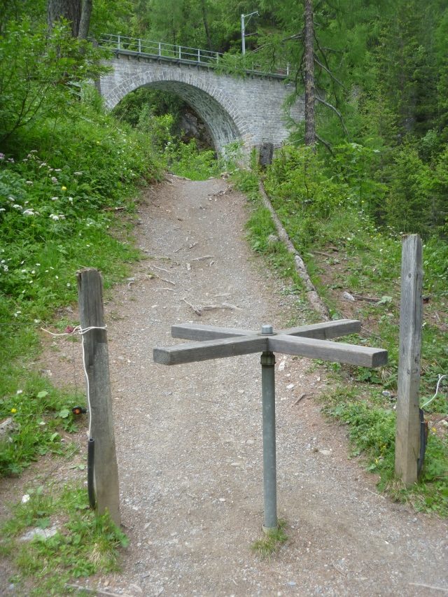 Swiss kissing gate