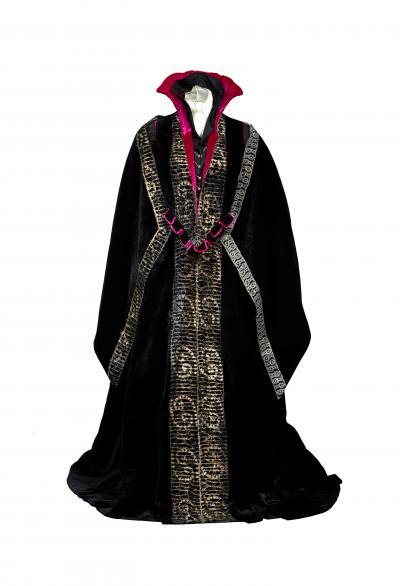 8b._scva_masterpieces_-_worth_dress