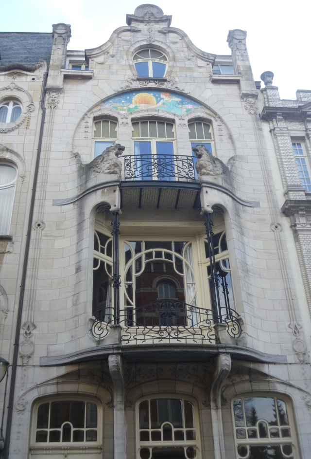Art Nouveau triangle