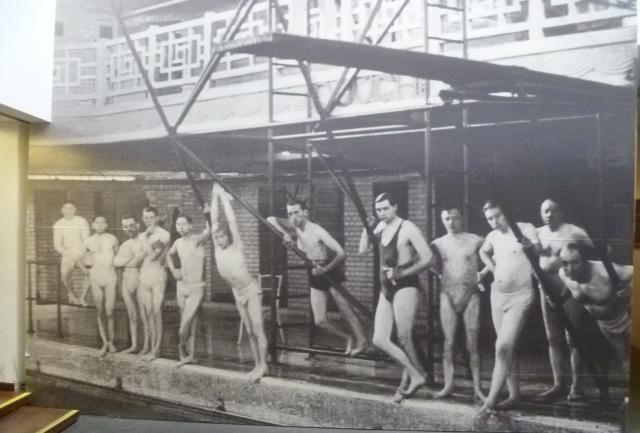 B&W swimmers