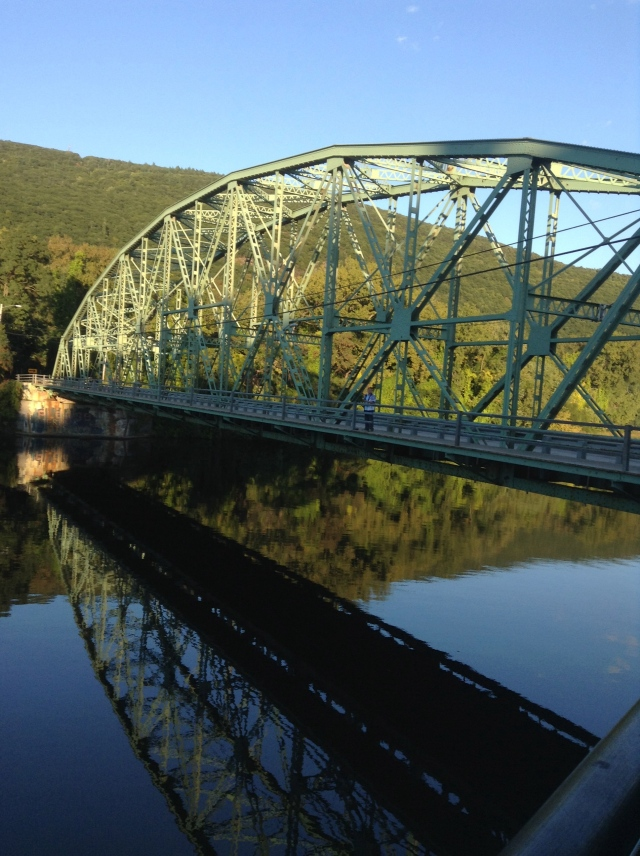 Bridge linking VT and NH