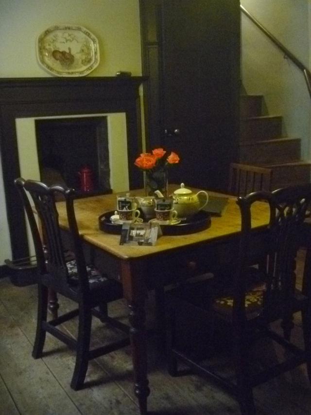 B2B kitchen table