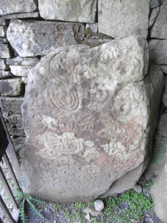 passage stone carbings cairn u