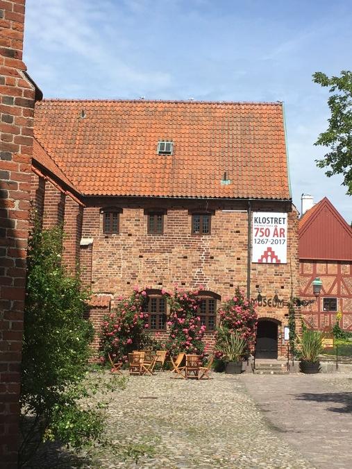 Klostret entrance